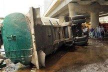 واژگونی تانکر حمل روغن سیاه در آزاد راه پیامبر اعظم (ص) حادثه آفرید