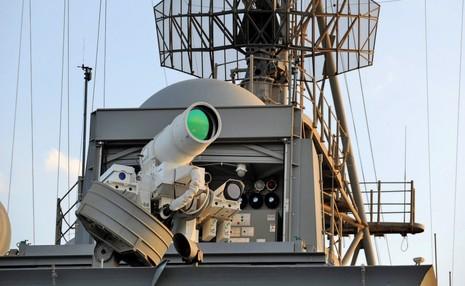 اولین سلاح لیزری جهان ساخته و روانه خلیج فارس شد!