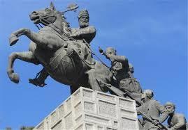 مجسمه نادرشاه افشار در مشهد ترک برداشت