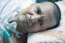 انجام اولین عمل جراحی بر روی احمد عزیزی شاعر انقلاب زنده است