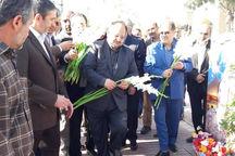 وزیر تعاون به مقام شامخ شهدای اراک ادای احترام کرد