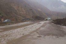 جاده های اراک به تهران و فراهان دچار آبگرفتگی شد