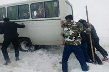 نجات 250 مسافر گرفتار در برف و کولاک در محور تکاب- ایرانخواه