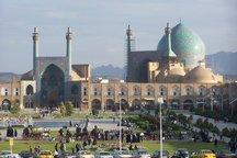 بازی با کاشیهای ۴۰۰ ساله مسجد تاریخی امام در اصفهان + فیلم