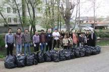 جمع آوری یک تن زباله از حاشیه رودخانه مرداب آستارا