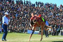 مسابقات کشتی با چوخه در منطقه طلاب مشهد برگزار شد