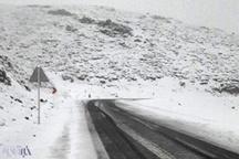 برف راه ارتباطی 20 روستای الیگودرز را بست