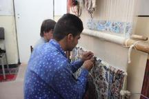 دستان توانمند معلولان دهلرانی خالق هنرهای زیبای صنایع دستی