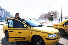 شهردار تبریز با تاکسی به محل کار خود رفت