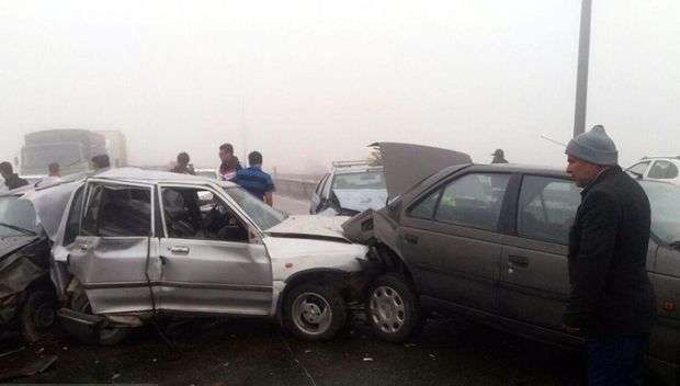 راننده پرشیا در تصادف زنجیره ای خودروها سوخت