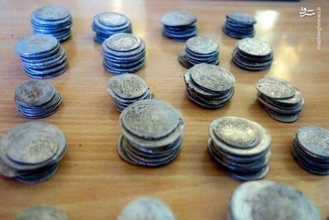 سکههای ۱۲۰۰ ساله در ایلام کشف شد! + عکس