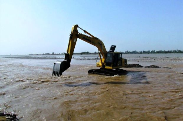 41 دستگاه ماشین آلات سنگین برای مقابله با سیل در بندرعباس بکارگرفته شد