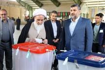 نماینده ولیفقیه در استان کرمانشاه رای خود را به صندوق انداخت