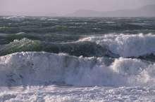 دریای مازندران مواج می شود