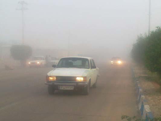 مه گرفتگی در خنج موجب کندی حرکت خودروها شد
