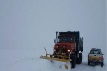 سرنشینان 10 خودرو در مهاباد از برف و کولاک نجات یافتند