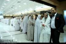جشن بزرگ ازدواج 100 زوج جوان در قم برگزار شد