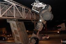 راننده کامیون در اتوبان فرودگاه اصفهان از مرگ نجات یافت