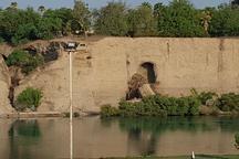 بخشی از دیواره مشرف بر رودخانه دز ریزش کرد