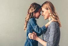 رازهای تربیت دختری شاد و قوی