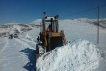 بارش برف راه دسترسی به 6 روستای دورافتاده تکاب را مسدود کرد