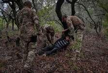 آمریکا پناهندگان را به پایگاه های نظامی متروکه در جزایر دورافتاده تبعید می کند
