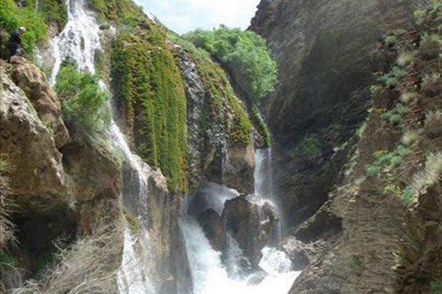 بارش باران، آبشارهای دره شهر را خروشان کرد