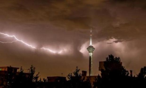 توفان در تهران 18 نفر را مصدوم کرد