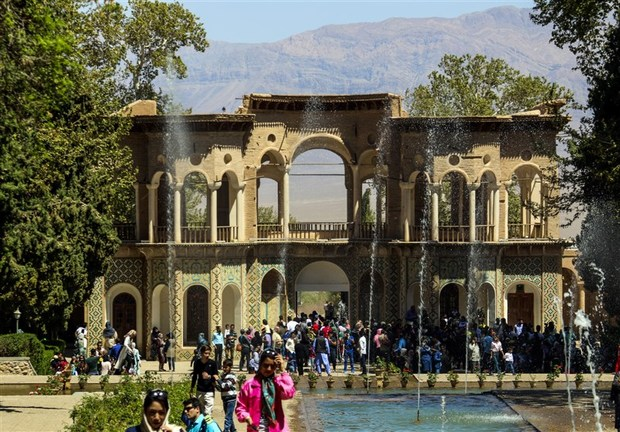 باغ شاهزاده ماهان جواهری در دل کویر