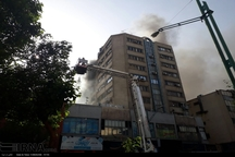 آتش سوزی در طبقه سوم پاساژ مهستان تهران+عکس