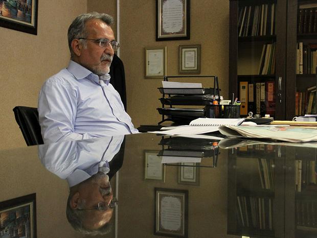 احمد خرم: با تغییر چند وزیر وضعیت مدیریتی کشور متحول نخواهد شد