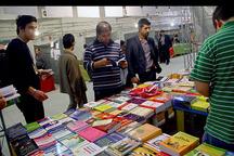 نمایشگاه کتاب بستری برای ارتباط با کتاب و نویسندگان است