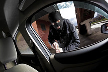 سارق لوازم خودرو در همدان دستگیر شد