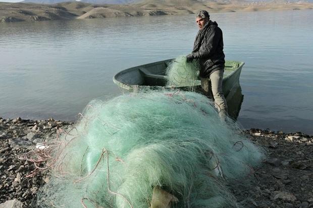 3 رشته تور ماهیگیری از سواحل زرینه رود میاندوآب جمع آوری شد