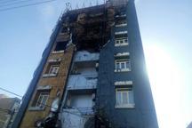 نمای ساختمان 10 طبقه در زاهدان طعمه حریق شد