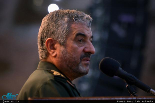 فرمانده کل سپاه: دفاع از انقلاب اسلامی فقط اسلحه دست گرفتن نیست