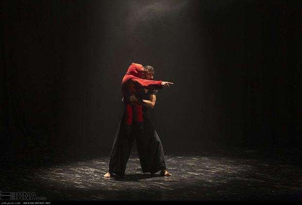 17 هزار هنرمند حرفه ای در تئاتر فعال است