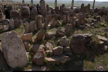 شهر یئری؛ قامت خم شده نگاهبانان سنگی سرزمین  زرتشت