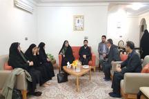 دیدار ابتکار با خانواده جانبازی که در مراسم روز ارتش به شهادت رسید + تصاویر