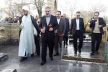 استاندار کردستان به مقام شامخ شهدای دهگلان ادای احترام کرد