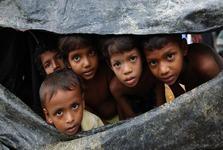 محاصره هزاران مسلمان میانماری پشت مرزهای بنگلادش