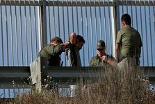 ترامپ پناهندگی به آمریکا را سختتر کرد