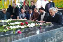وزیر علوم به شهدای گمنام دانشگاه شهید چمران اهواز ادای احترام کرد