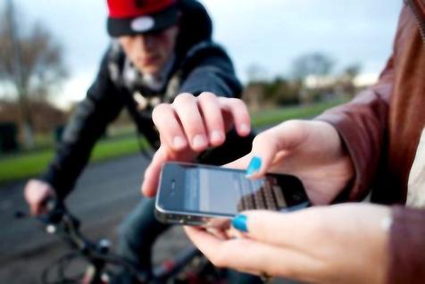 افزایش موبایلقاپی در ماههای اخیر به دلیل گرانی قیمت