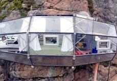 هتلی عجیب و غریب در ارتفاع ۱۲۱ متری! +تصاویر