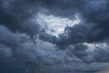 آسمان تهران کمی تا نیمه ابری با مه رقیق پیشبینی میشود