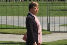 صدر اعظم آلمان در دیدار با رئیس جمهور اوکراین دچار حادثه شد