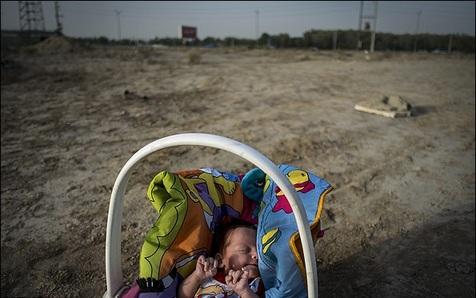 نوزاد ۳ماهه ای که قربانی اعتیاد پدر شد