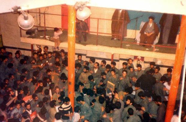 امام خمینی(س) در دیدار با خانواده های شهدا: برای ما هر روز عاشورا است