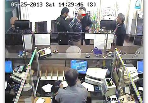 """""""جاناتان"""" گفت برو بانک بزن،من هم دستورش را اجرا کردم!"""